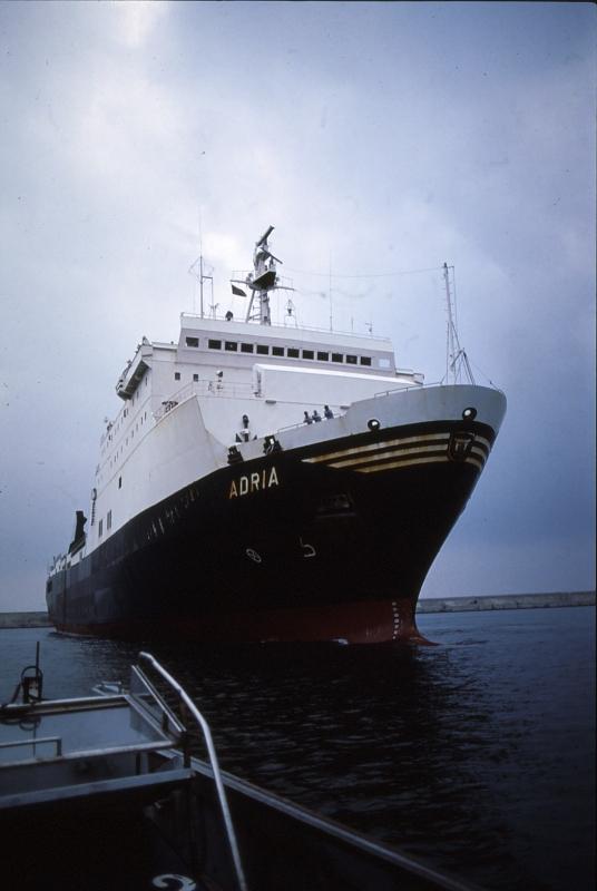 Navi e armatori approdi di passione for Berti arredamenti adria