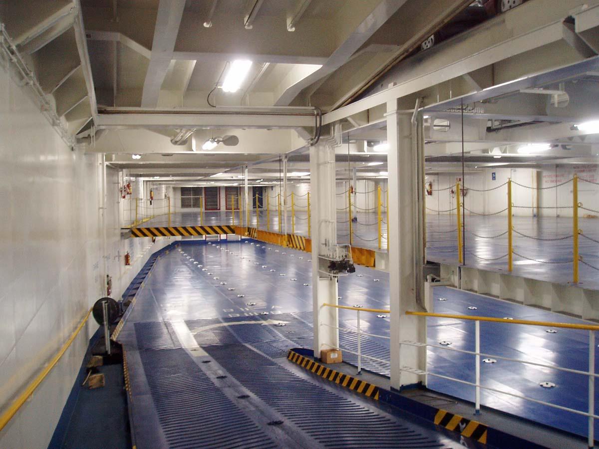 Navi e armatori approdi di passione for Grandi pavimenti del garage